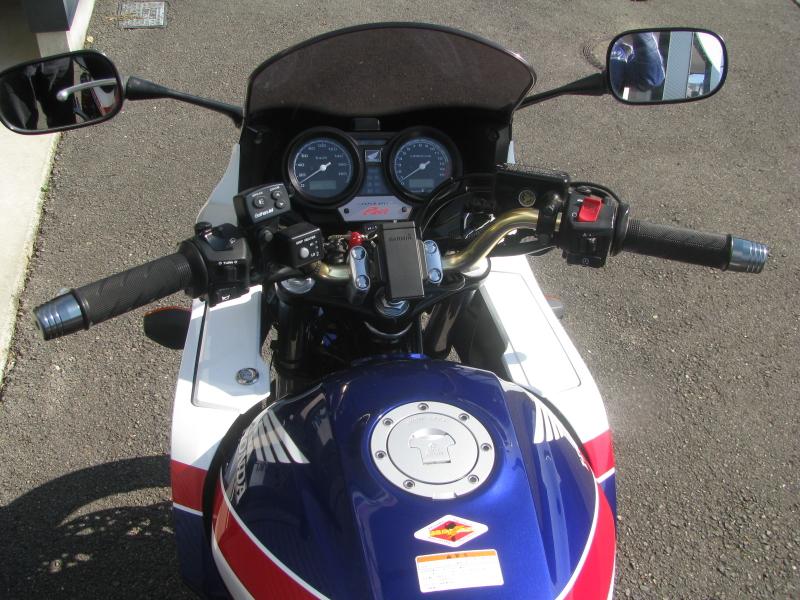 中古車バイク ホンダ CB400SB(スーパーボルドール) ブルー/ホワイト ハンドル周り