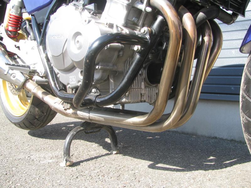 中古車バイク ホンダ CB400SB(スーパーボルドール) ブルー/ホワイト エンジンガードとエキゾーストパイプ