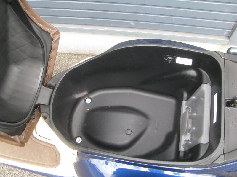 中古車バイク ホンダ ジョルノ(GIORNO) ブルー シート下収納スペース