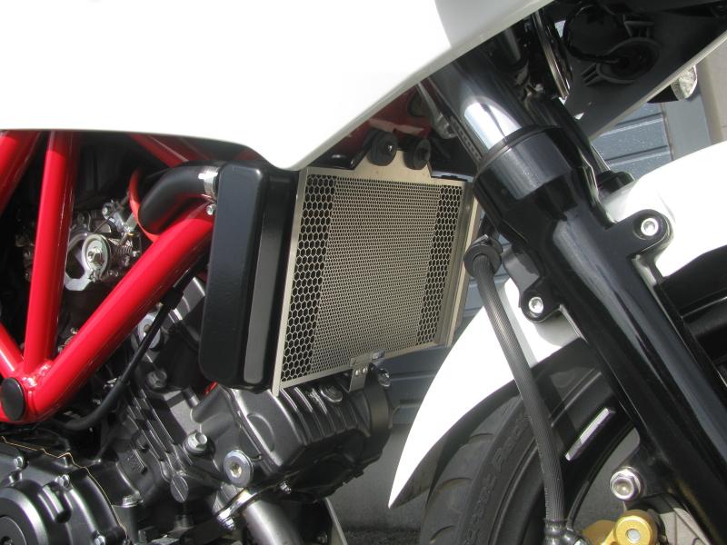 中古車 ホンダ VTR250F ホワイト ラジエターコアガード