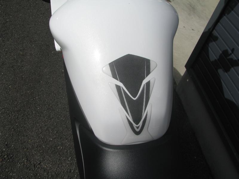 中古車 ホンダ VTR250F ホワイト タンクパッド
