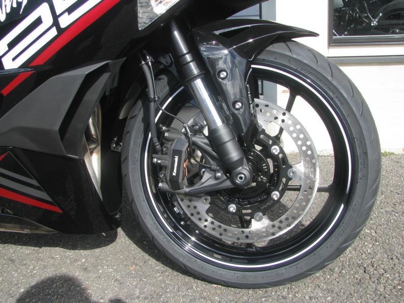 新車バイク カワサキ Ninja ZX-25R ホワイト/レッド/ブラック フロントホイール