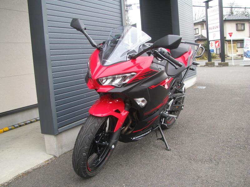 中古車バイク カワサキ Ninja250 レッド/ブラック 左まえ側