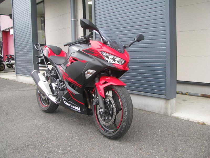 中古車バイク カワサキ Ninja250 レッド/ブラック 右まえ側