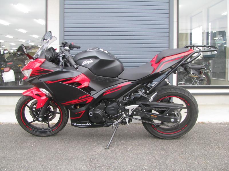 中古車バイク カワサキ Ninja250 レッド/ブラック ひだり側