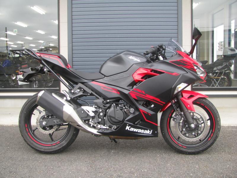 中古車バイク カワサキ Ninja250 レッド/ブラック みぎ側