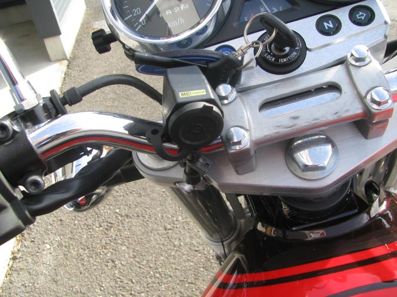 中古車バイク カワサキ ゼファーΧ(ゼファーカイ) ブラウン/オレンジ DC電源ソケット(後付け用品)