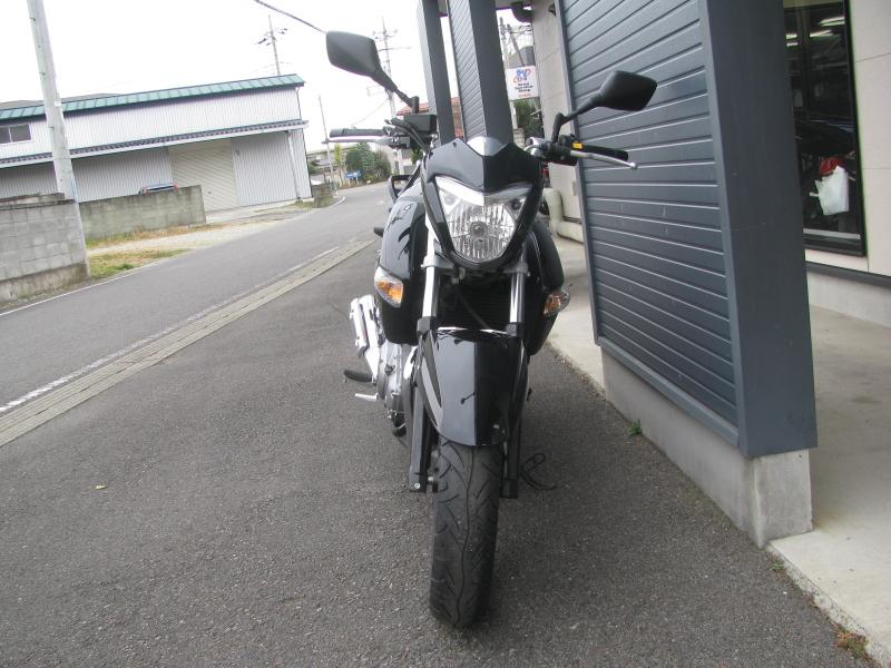 中古車バイク スズキ GSR250 ブラック まえ側