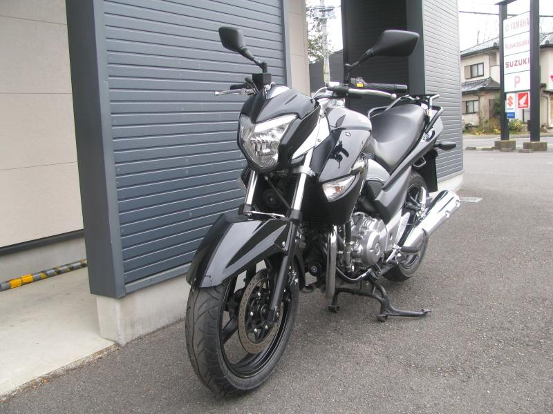 中古車バイク スズキ GSR250 ブラック 左まえ側