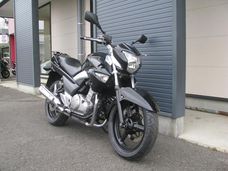 中古車バイク スズキ GSR250 ブラック 右まえ側