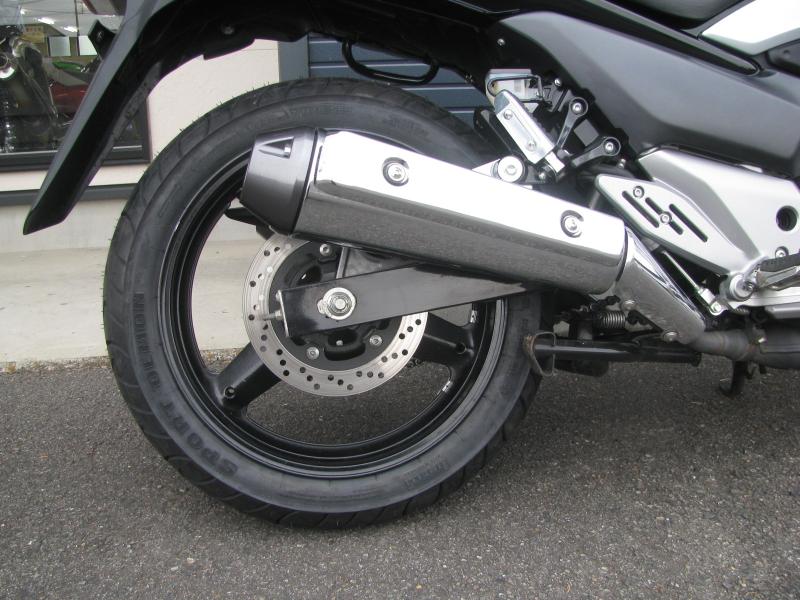 中古車バイク スズキ GSR250 ブラック マフラーとリヤホイール