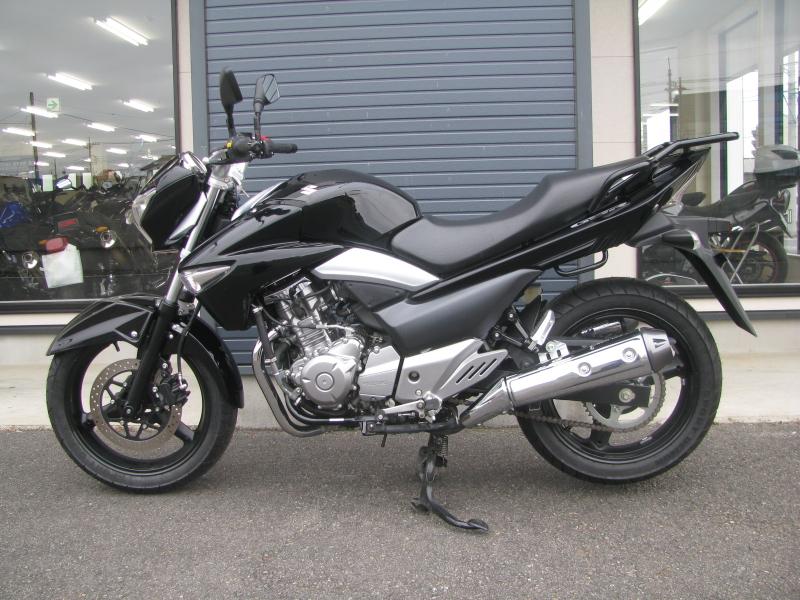 中古車バイク スズキ GSR250 ブラック ひだり側
