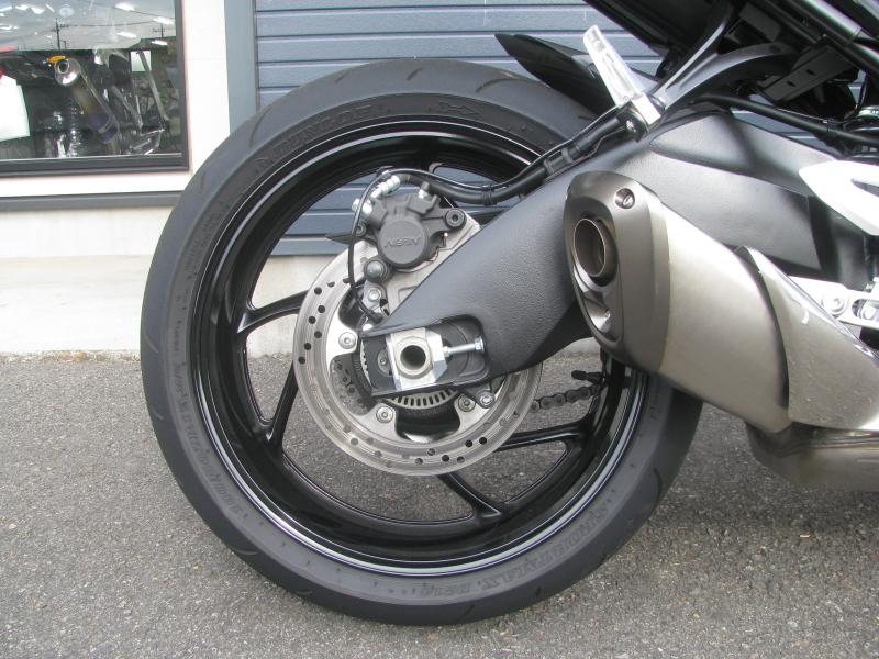 中古車バイク スズキ GSX-S1000 ABS レッド/ブラック リヤホイール