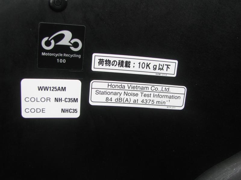 新車バイク ホンダ PCX125 マットシルバー シート下収納スペース最大積載量10kg