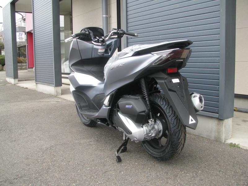 新車バイク ホンダ PCX125 マットシルバー 左後ろ側