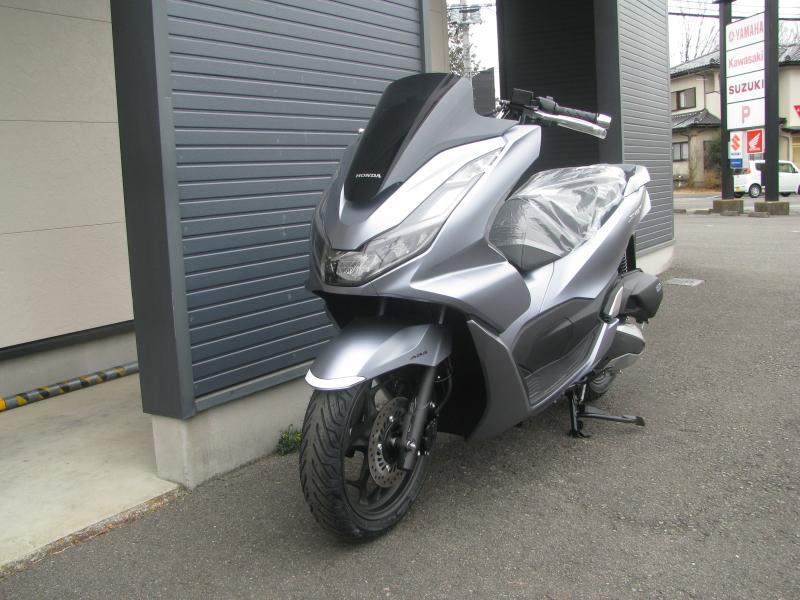 新車バイク ホンダ PCX125 マットシルバー 左まえ側