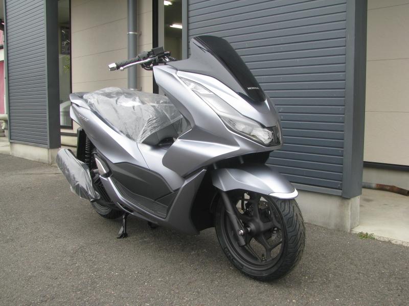 新車バイク ホンダ PCX125 マットシルバー 右まえ側