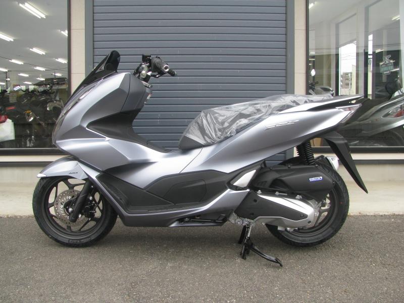 新車バイク ホンダ PCX125 マットシルバー ひだり側