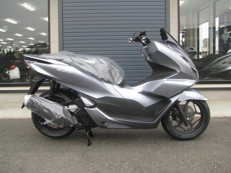 新車バイク ホンダ PCX125 マットシルバー みぎ側