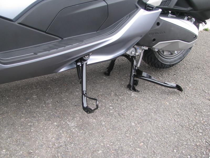 新車バイク ホンダ PCX125 マットシルバー サイドスタンド