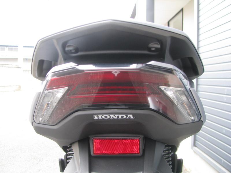 新車バイク ホンダ PCX125 マットシルバー テールランプ