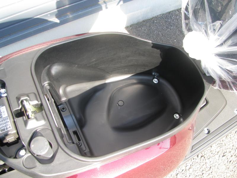 新車バイク ヤマハ JOG(ジョグ) レッド シートボックス