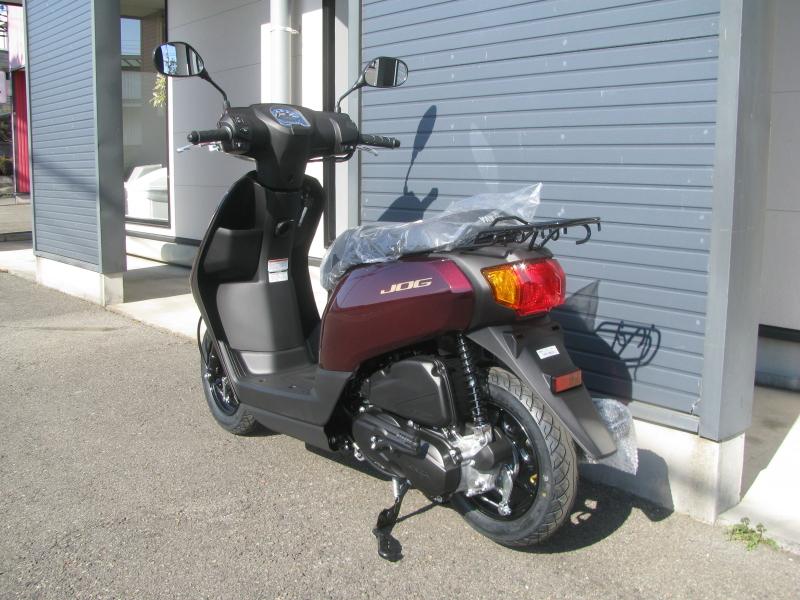 新車バイク ヤマハ JOG(ジョグ) レッド 左うしろ側