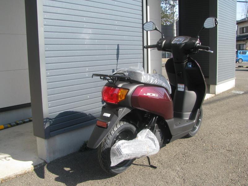 新車バイク ヤマハ JOG(ジョグ) レッド 右うしろ側