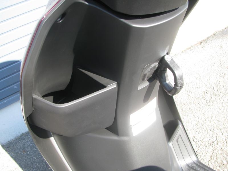 新車バイク ヤマハ JOG(ジョグ) レッド フロントポケットとカバンホルダー