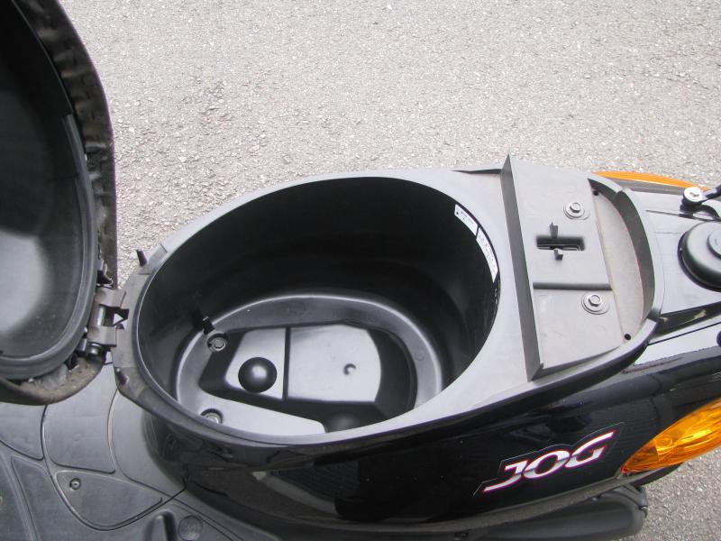 中古車バイク ヤマハ JOG ブラック シート下収納スペース