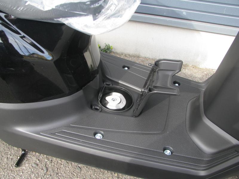 新車 ホンダ TACT(タクト ベーシック) ブラック ガソリンタンク