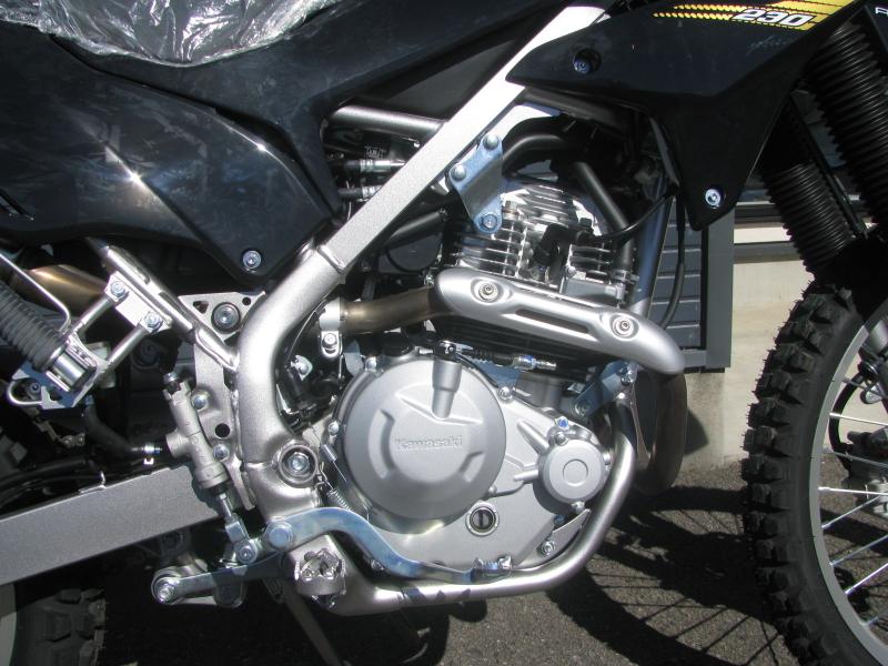 新車 カワサキ KLX230 ブラック エンジン
