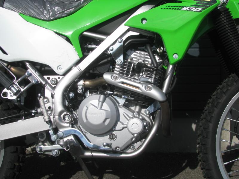 新車 カワサキ KLX230 グリーン エンジン