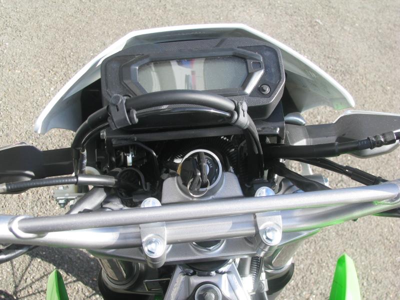 新車 カワサキ KLX230 グリーン メーターパネル