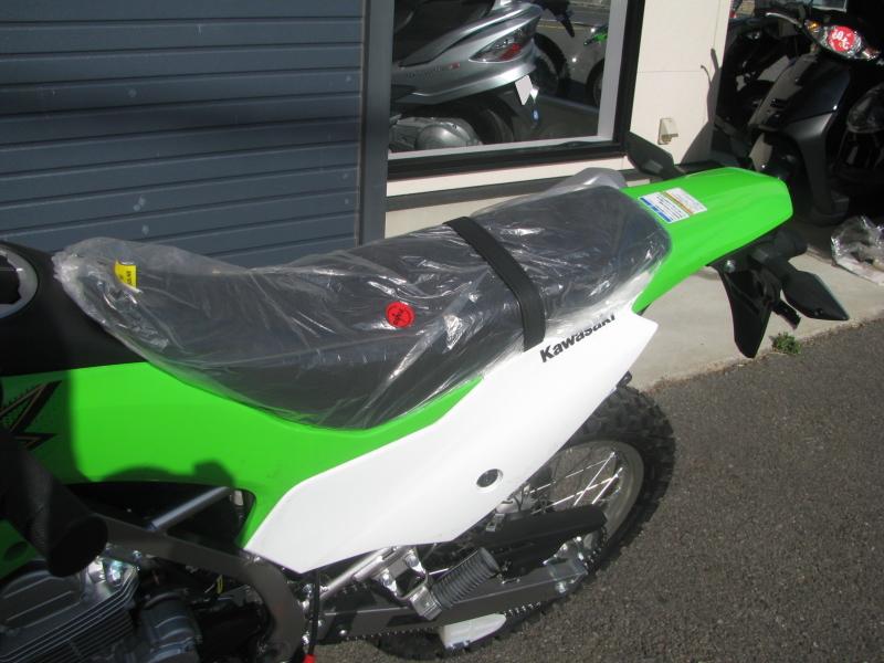 新車 カワサキ KLX230 グリーン シート
