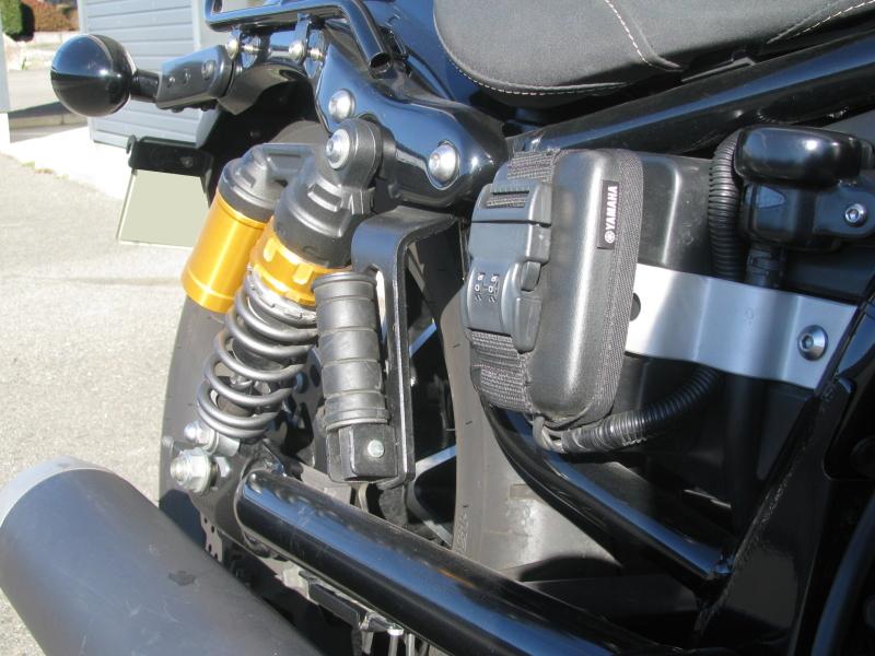 中古車 ヤマハ BOLT-R ブラック ETC車載器とリアサスペンション