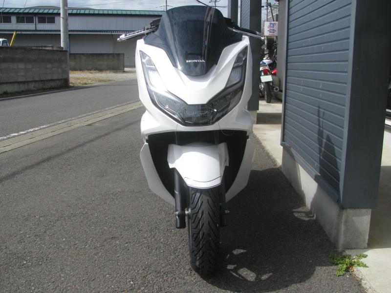 新車バイク ホンダ PCX125 ホワイト まえ側
