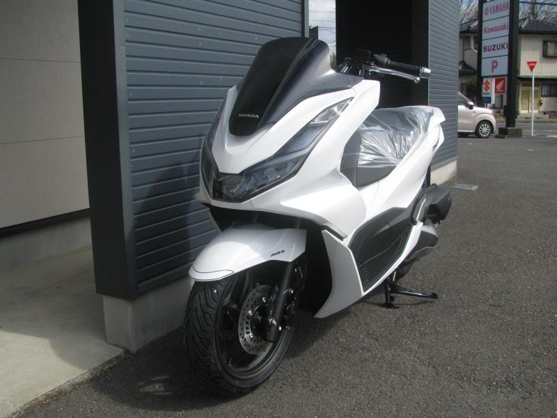 新車バイク ホンダ PCX125 ホワイト 左まえ側