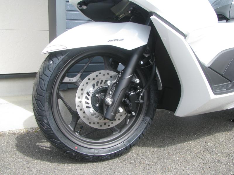 新車バイク ホンダ PCX125 ホワイト フロントホイール
