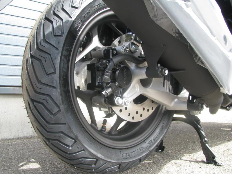 新車バイク ホンダ PCX125 ホワイト リアホイール