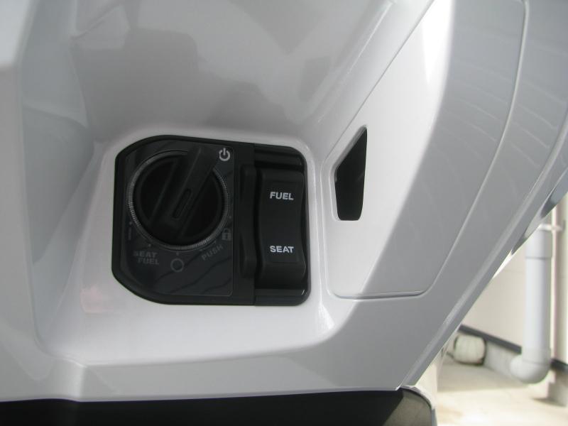 新車バイク ホンダ PCX125 ホワイト メインスイッチ