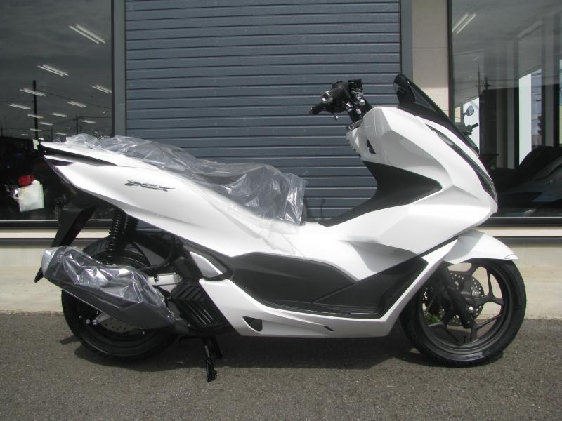 新車バイク ホンダ PCX125 ホワイト みぎ側