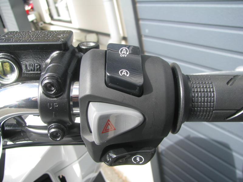 新車バイク ホンダ PCX125 ホワイト 右ハンドルスイッチ