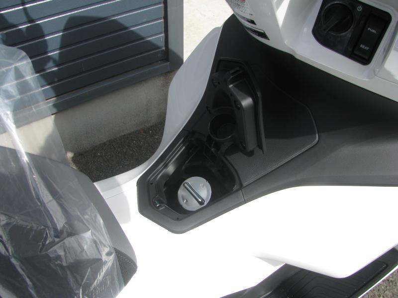 新車バイク ホンダ PCX125 ホワイト ガソリンタンクキャップ