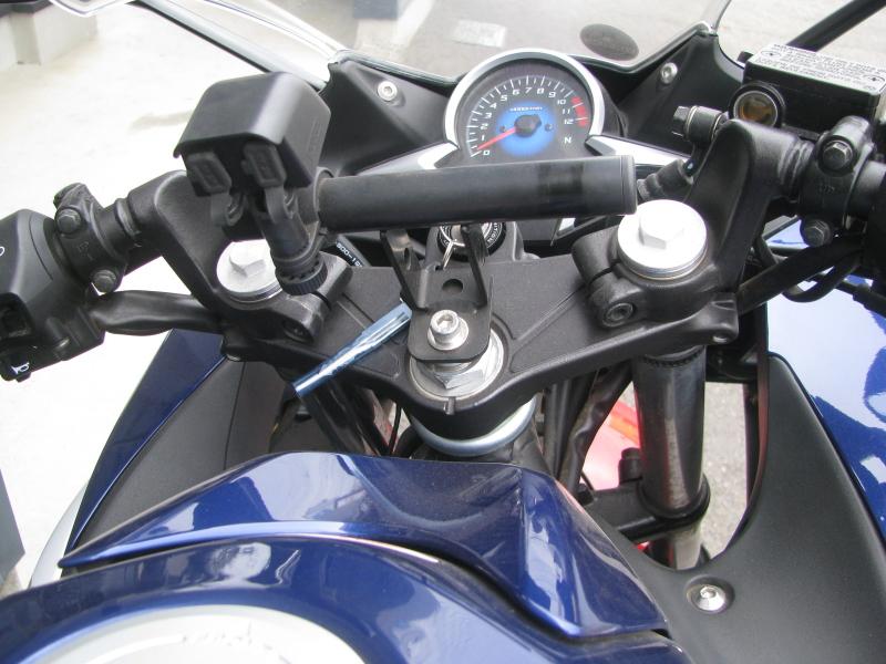中古車 ホンダ CBR250R ABS トリコロールカラー(白/青/赤) アクセサリーバー