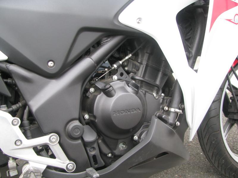 中古車 ホンダ CBR250R ABS トリコロールカラー(白/青/赤) エンジン