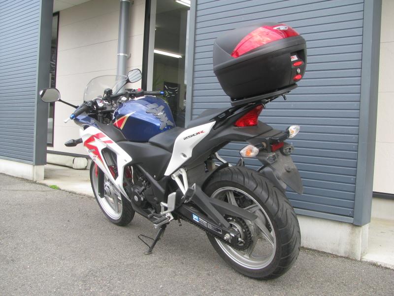 中古車バイク ホンダ CBR250R ABS ホワイト/ブルー/レッド(トリコロールカラー) 左うしろ側