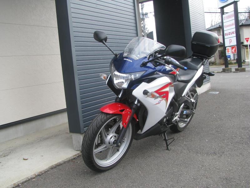 中古車バイク ホンダ CBR250R ABS ホワイト/ブルー/レッド(トリコロールカラー) 左まえ側