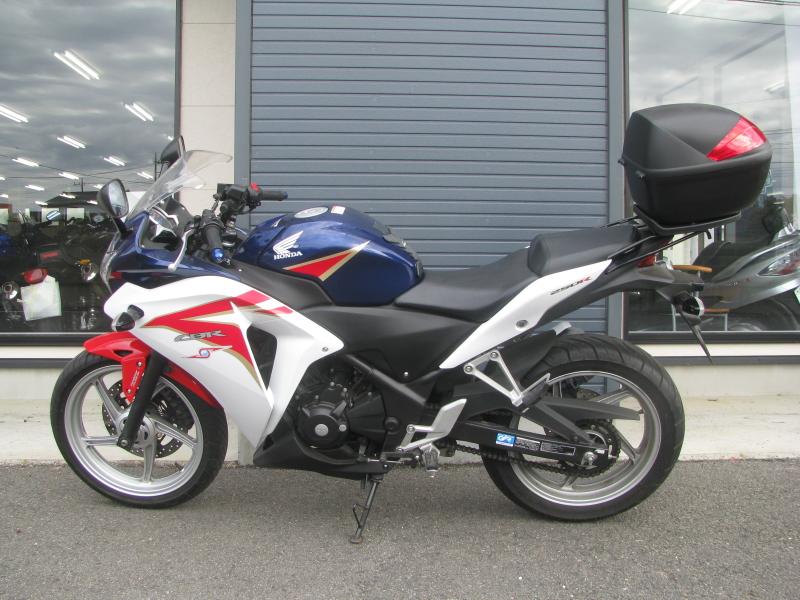 中古車バイク ホンダ CBR250R ABS ホワイト/ブルー/レッド(トリコロールカラー) ひだり側