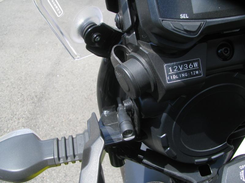 中古車 スズキ V-ストローム250 イエロー 3ボックス付き DC電源ソケットとETCランプ